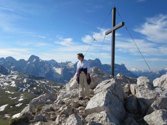 Schlern: the cross on Monte Pez, above Schlernhaus.