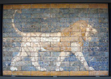 London: British Museum, Glazed brick panel showing a roaring lion from the Throne Room of Nebuchadnezzar II, Babylon.