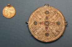 London: British Museum, Anglo-Saxon early Christian buckle and circular mount, AD 600s.